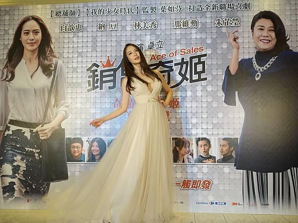 華聯國際提供07白歆惠開心出席記者會,與大家打招呼
