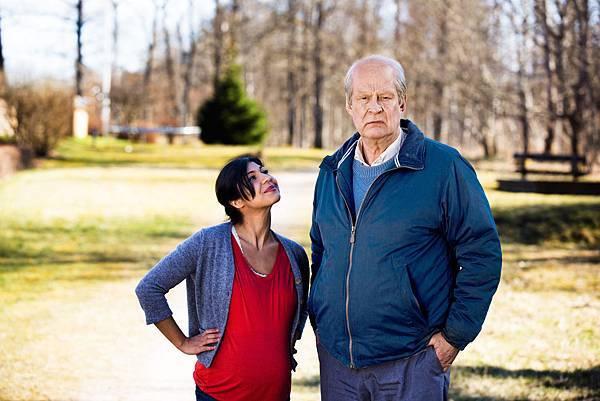 女星芭哈爾帕爾斯(Bahar Pars)消遣影帝洛夫拉斯卡(Rolf Lassgard)片中「想死還真不容易」