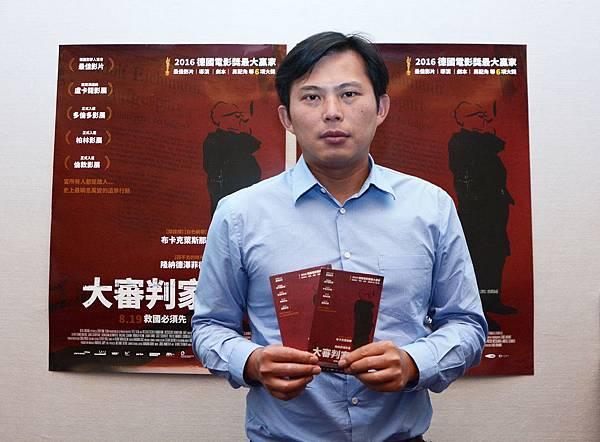 時代力量黃國昌陪太太看電影《大審判家》與台灣現狀不謀而合