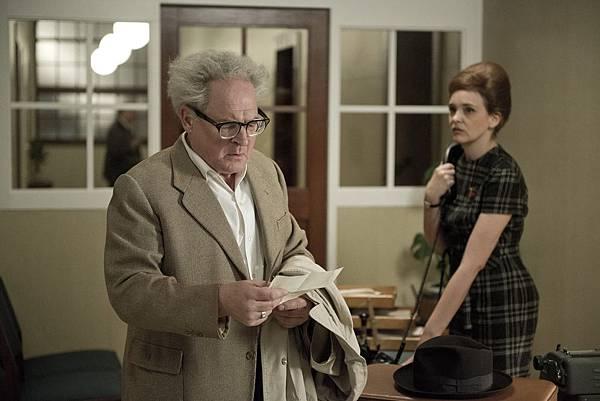 《大審判家》主角檢察總長鮑爾,是位雷厲風行的上司,讓部屬的皮繃超緊
