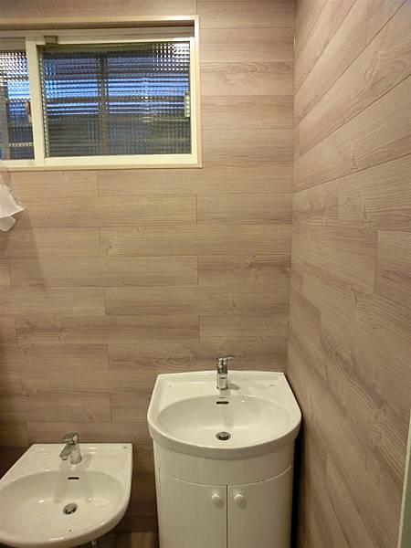 忠孝東路商空廁所-1(防水地板TS-67紫香衫)