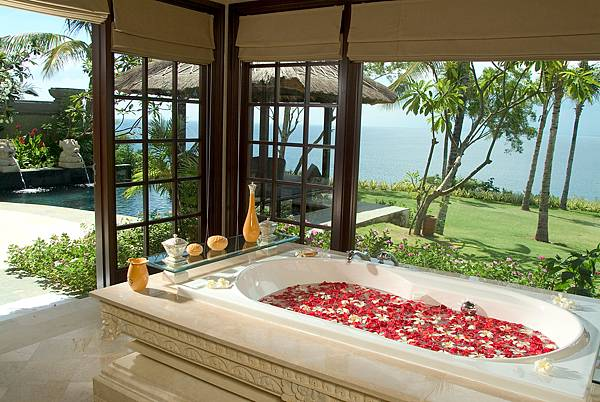 Cliff-Villa-Bathroom_resize.jpg