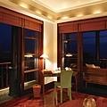 16-Living Room in One-Bedroom Deluxe Suite.jpg