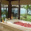 Cliff-Villa-Bathroom_resize.jpg