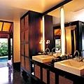 53-Bathroom.jpg