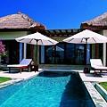 Villa_pool.jpg