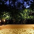 35-Outdoor Spa Bathtub.jpg