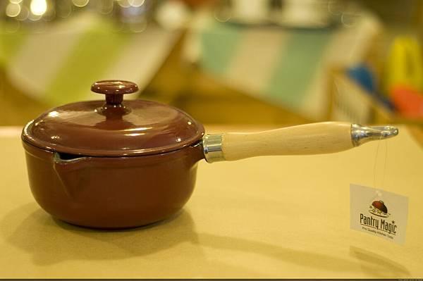 紅色鑄鐵湯鍋