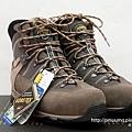 以前登山鞋試穿好看的 今天去買一雙回來準備征服百嶽啦! 20110619.jpg