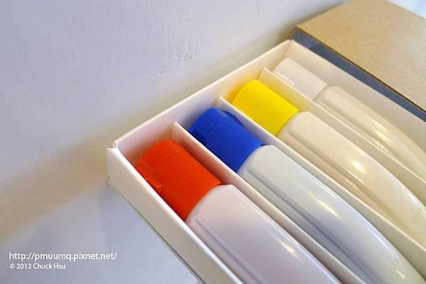 繪圖顏料 基本色相 只要有四種顏色 即可做成所有的顏色(物的八分目設計展)