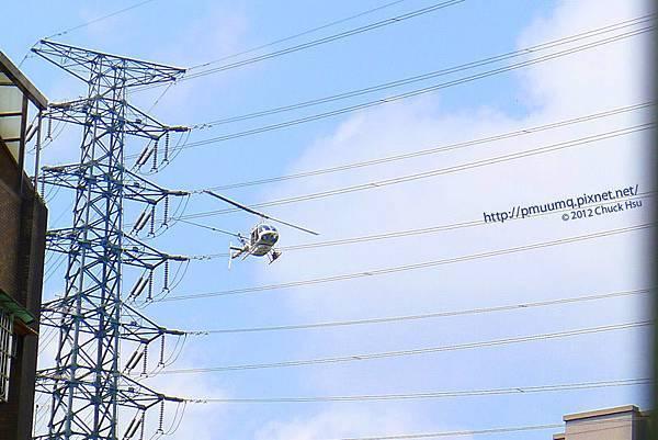 有沒有看過搭直升機修高壓電!!!