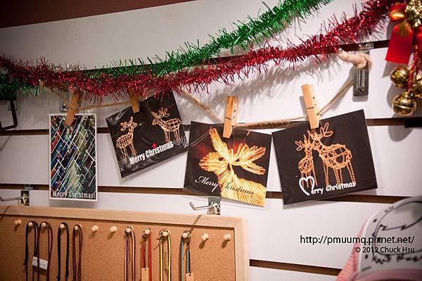 光明之鹿聖誕卡上架了~  北部的朋友歡迎到西門町誠品116 2F 『YOGO悠菓創藝禮坊專櫃』選購~ 他們還有賣很多可愛的手創小飾品 很讚ㄛ