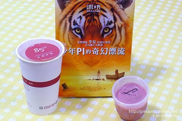 來一杯咖啡在配上LIVE Sweets Tokyo甜點 還有理查帕克陪伴 醬的平安夜是不是好平安阿~