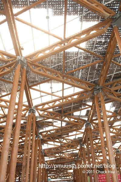 花博不只是看花看人 還有很多厲害的建築結構 新生園區入口結構(2010台北花博 Taipei Expo).jpg