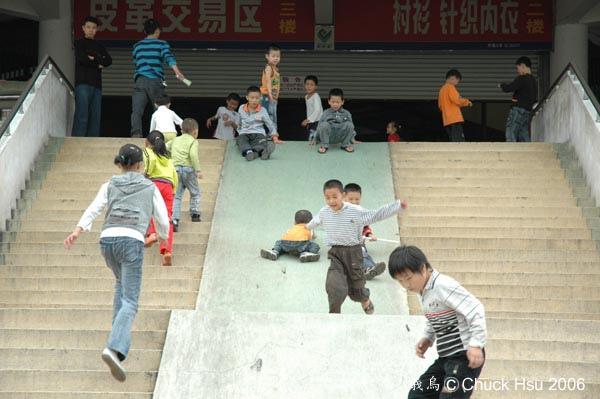 大家來滑滑梯吧.jpg