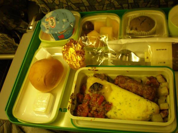 不知算不算美食的長榮飛機餐TPE->SIN(2)