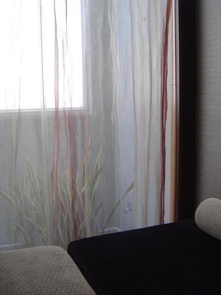 小床的床頭風景