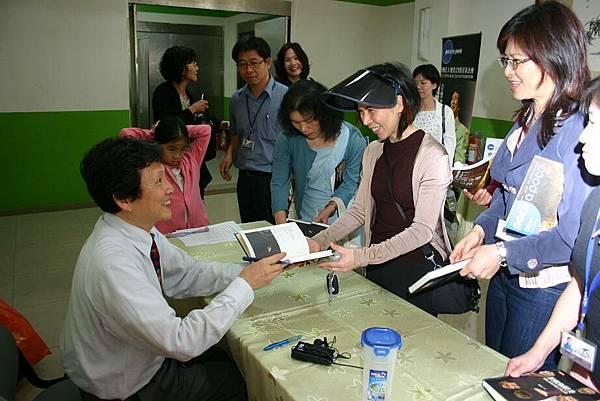 劉老師簽書紀念