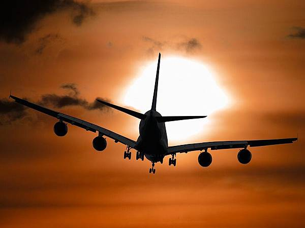 aircraft-1362587_960_720