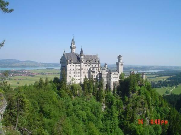 從後方的吊橋看城堡!