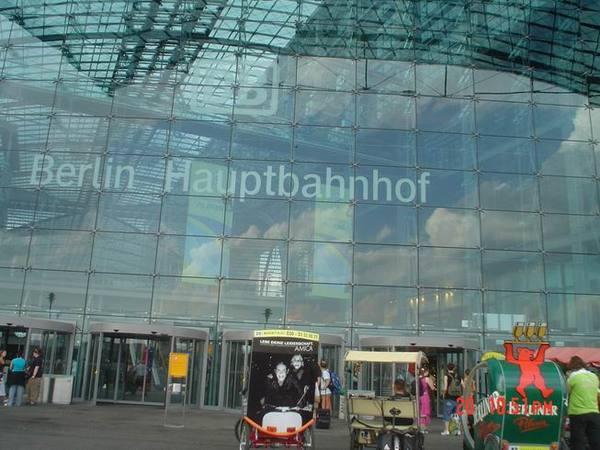 比中正機場還大的柏林火車站!