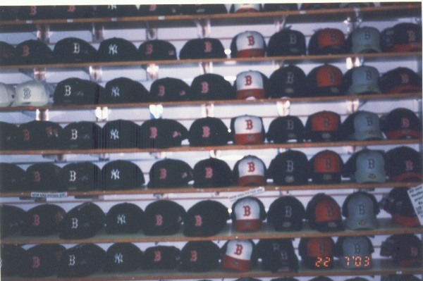 New Era的帽子, 一頂要美金30元喔!