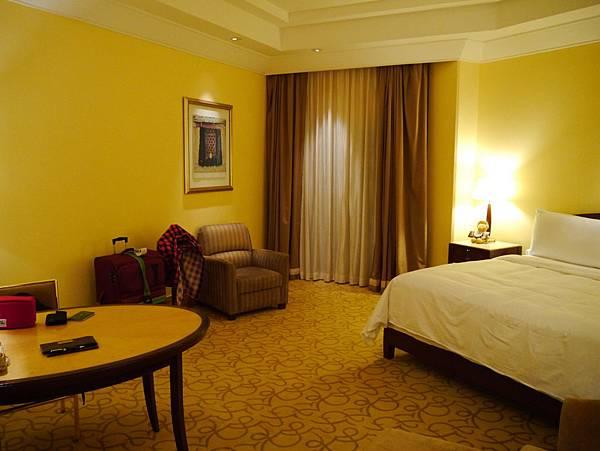 浮爾頓酒店(Fullerton Hotel)-Courtyard room,室內空間還蠻大的說