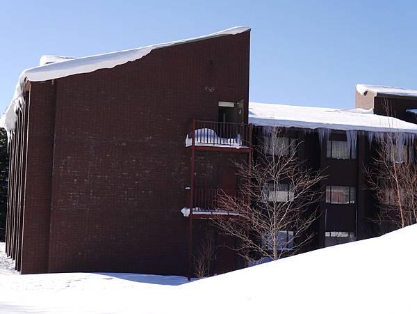 屋簷都結冰了