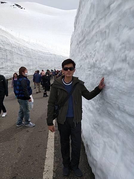 雪壁其實是冰呀