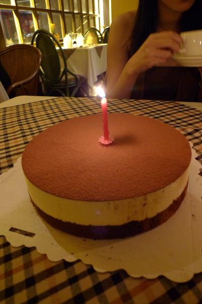 ya~~~今晚最期待...8吋提拉米蘇蛋糕一個