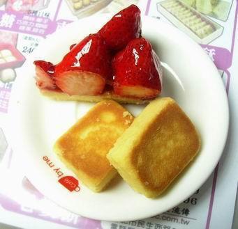 草莓派與鳳梨酥喔:)