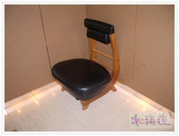 電梯裡的椅子