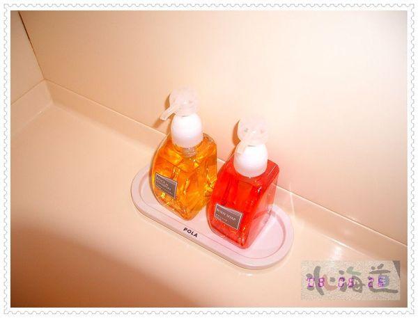 沐浴乳和洗髮精