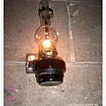 走道上的煤油燈