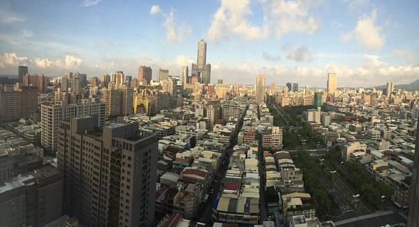 高雄八五大樓與市景