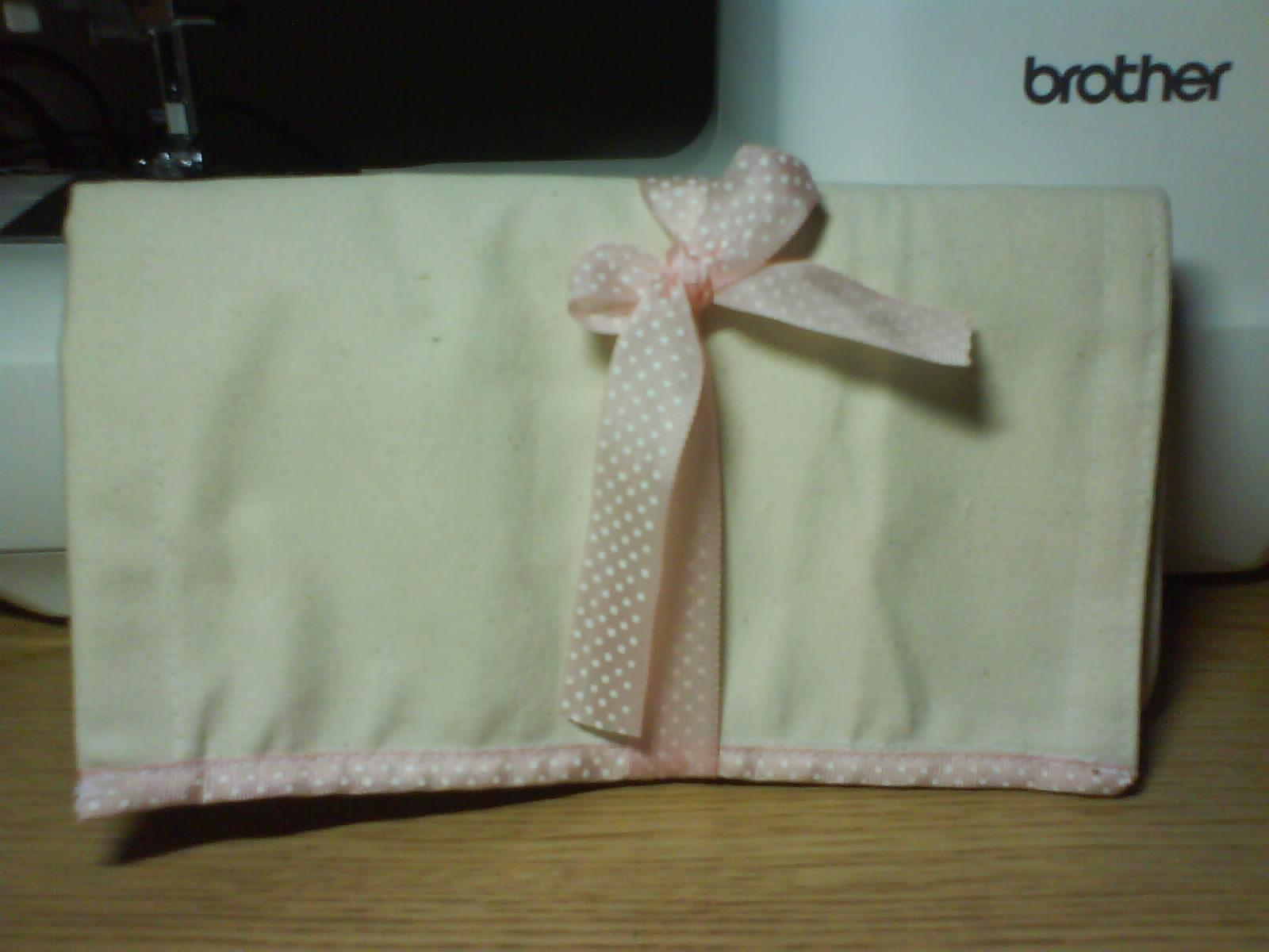 綁粉紅緞帶餐具包