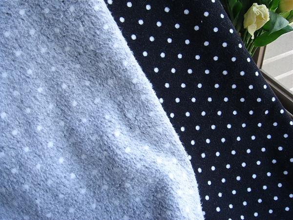黑底白點刷毛布 (5).JPG