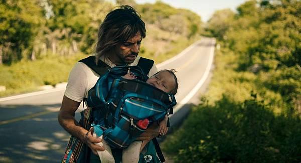 《重點是,我愛你》男主角華倫廷意外得到一位女兒,剛開始覺得驚慌失措,不知該如何扶養