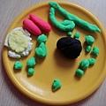 義大利麵(綠色麵條+豆子+香腸+蛋)
