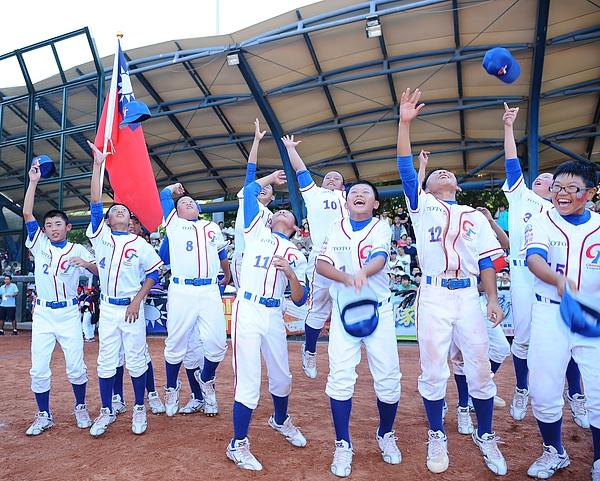 20100722-中華隊順利以4比3險勝韓國,封王並進軍世界賽.JPG