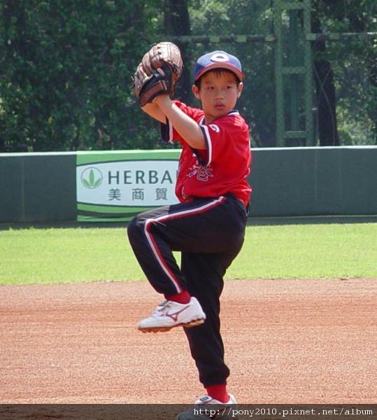7-投球姿勢酷似松坂的香港隊珍田洋一.JPG