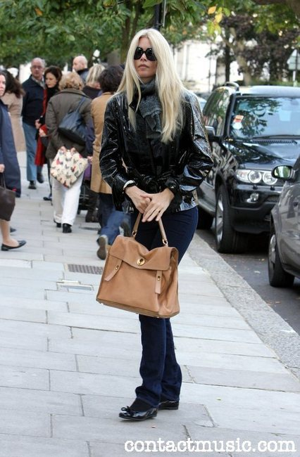 claudia-schiffer-and-yves-saint-laurent-muse-ii-bag-gallery.jpg