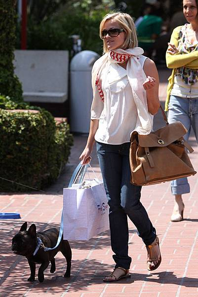 Reese-Witherspoon-Bags-2.jpg