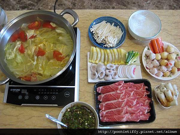 蔬菜湯底火鍋大餐