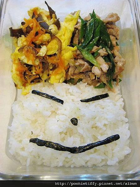 木耳紅蘿蔔炒蛋+蒜苗豬肉