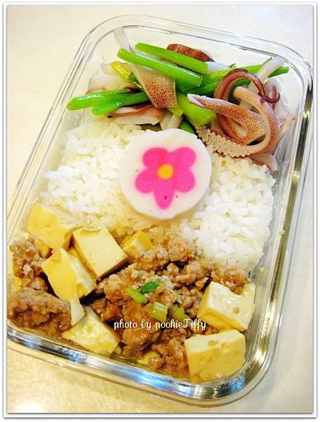 家常燒豆腐+清炒芹菜小捲便當