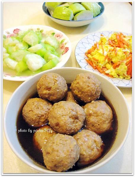 瓜仔肉球+清炒絲瓜+紅蘿蔔炒蛋+飯後水果-芭樂