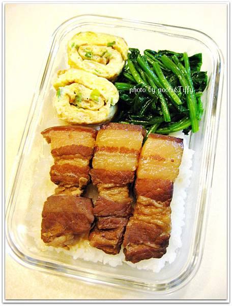 香辣滷肉+蒜炒波菜+蔥花蛋捲