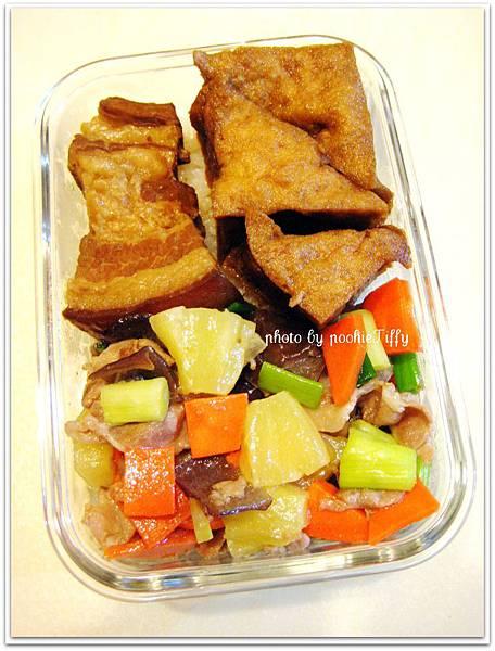鳳梨肉片+冰糖醬肉+油豆腐