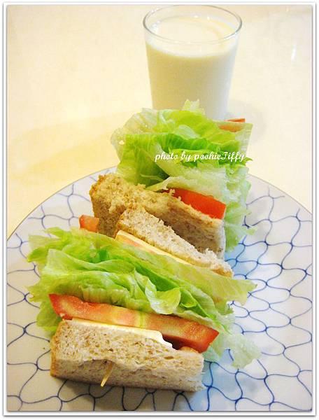 蕃茄起司生菜三明治